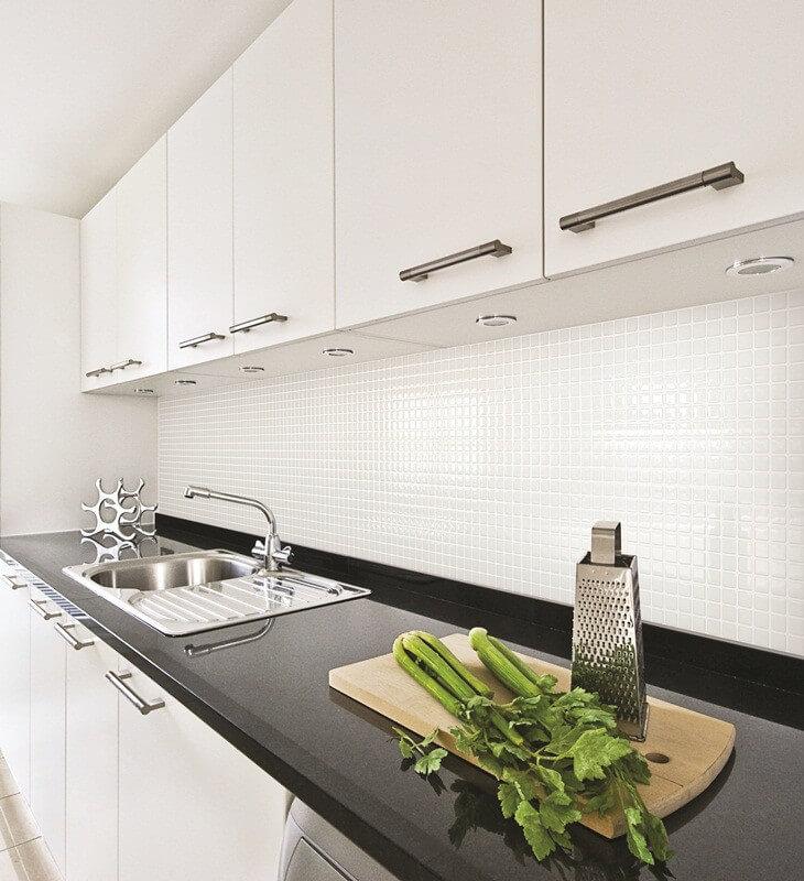 Fliesenfolie Küche | Wandfliesen | Bodenfliesen | Zuschnitte ...